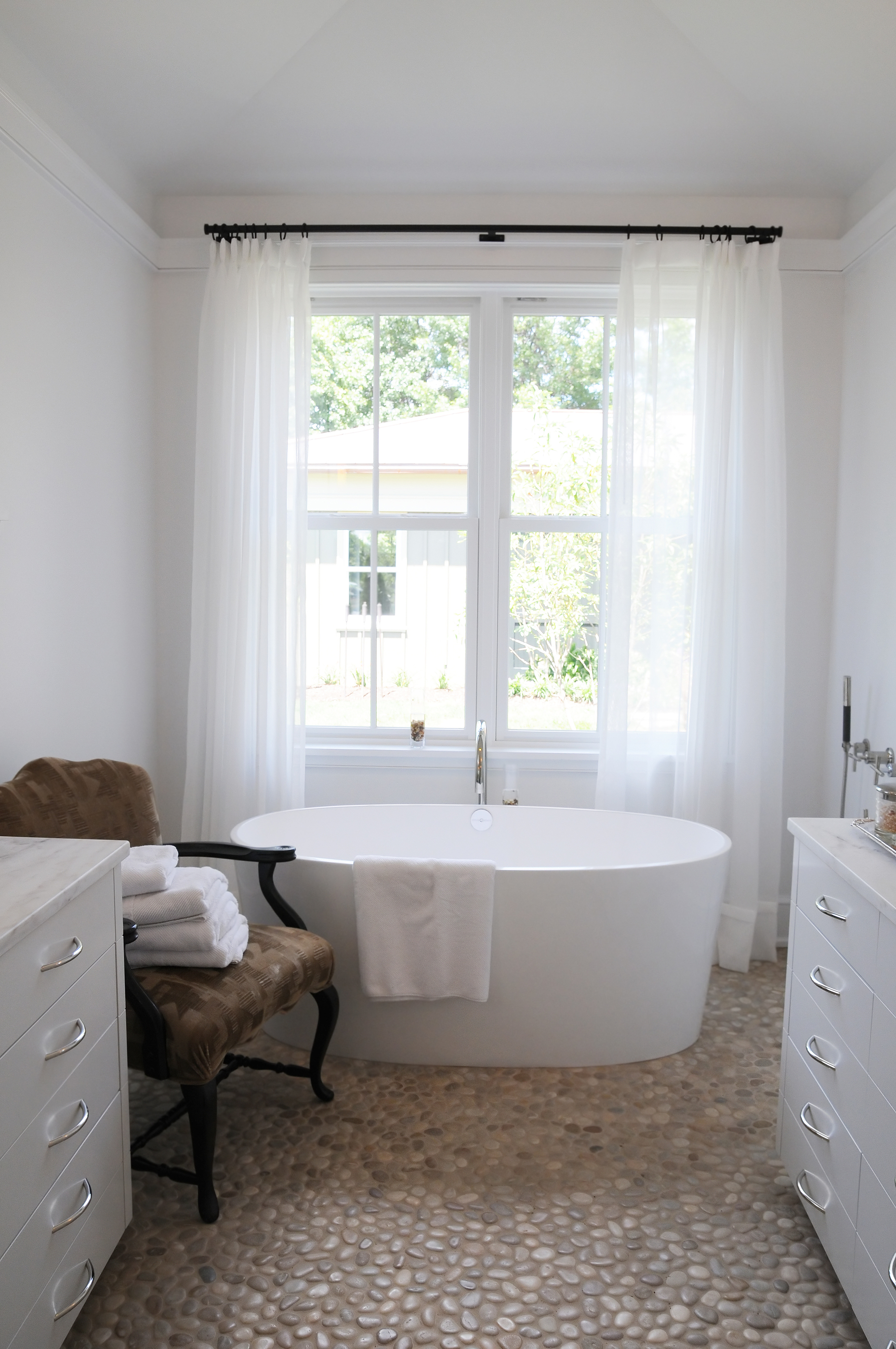 bigstock_A_beautiful_white_bathroom_wit_19605893.jpg